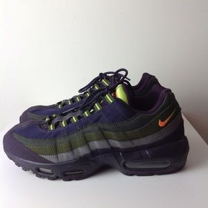 NIKE AIRMAX TENNIS SHOES